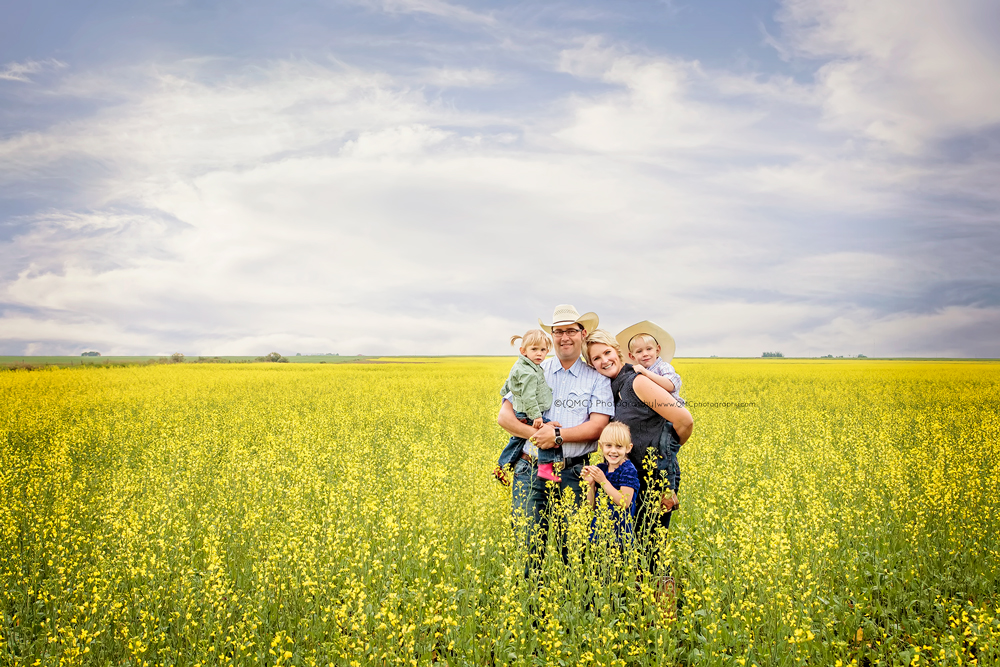 Calgary Alberta Family Photographer 2312 Calgary Alberta Newborn Photographer goes a little Country | The Hagel Family