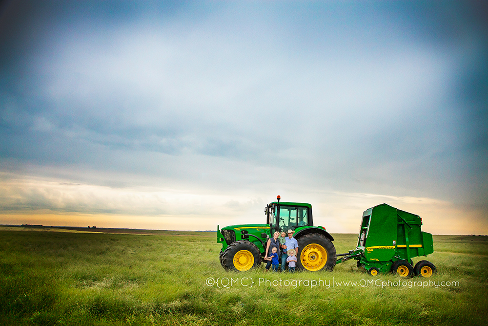 Calgary Alberta Family Photographer 4702 Calgary Alberta Newborn Photographer goes a little Country | The Hagel Family